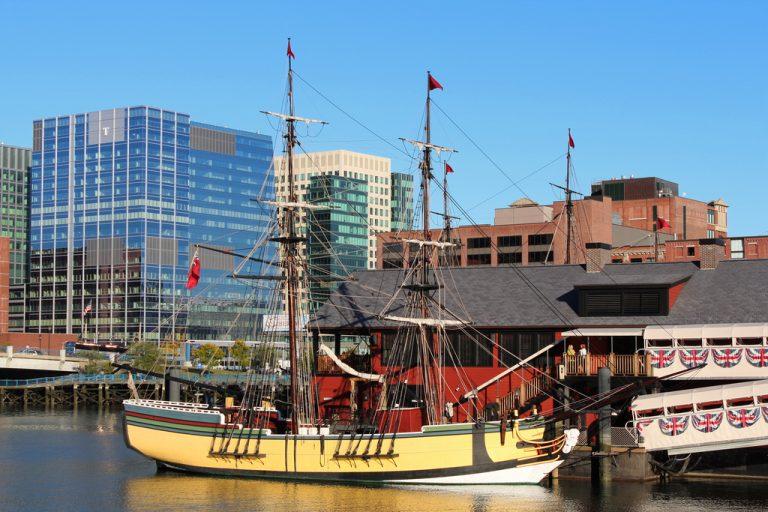 Navios e Museu da Festa do Chá de Boston